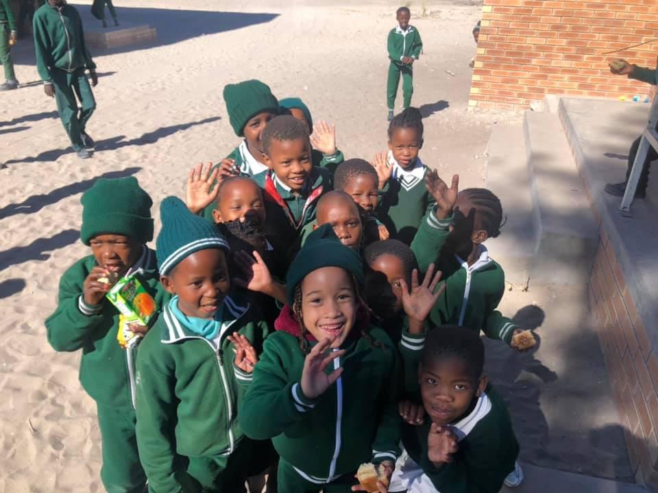 a8616aaf4 Náš první den jsme vyšetřili téměř 100 dětí ze základní školy Moremi v  Maunu v Botswaně. Bylo to pěkné překvapení, když jsme zjistili pouze dva  případy ...